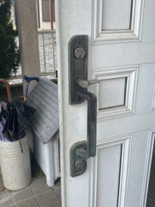 新日軽アルファコンポーレからミワのレバーハンドル錠へ加工交換・神奈川、東京の鍵屋