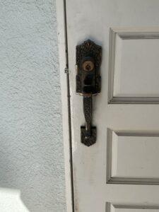 木製ドア・コダイ装飾錠全交換及びドアクローザの加工交換・神奈川、東京の鍵屋