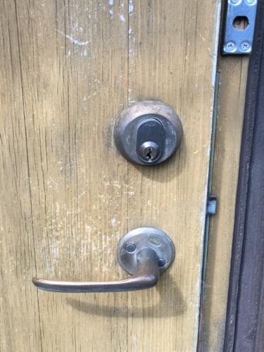 玄関スェーデンハウスASSAシリンダーからディンプルシリンダーへの交換